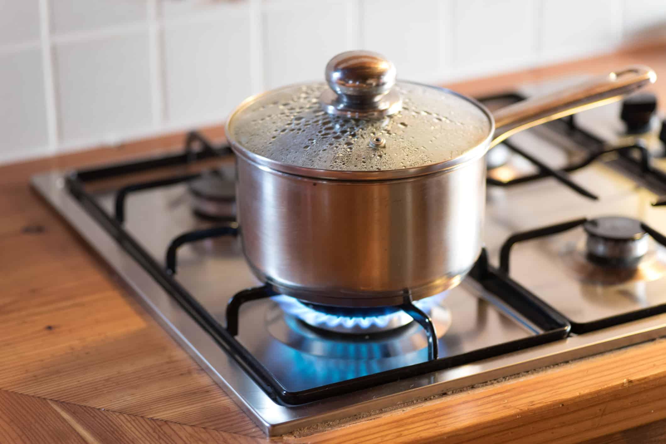 Table De Cuisson Gaz Et Electricite pleins feux sur la plaque de cuisson au gaz